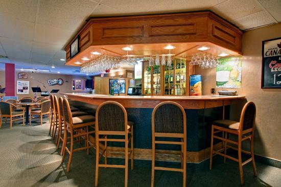 Στέφενβιλ, Καναδάς: Bar at Emile's Pub & Eatery