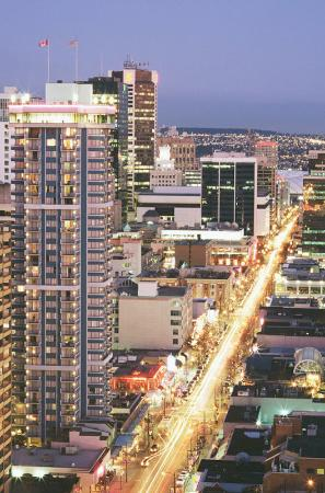 Blue Horizon Hotel: Situated in the Heart of Exciting Robson St