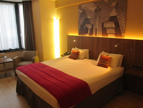 Holiday Inn Brussels Schuman: Renovated guest room