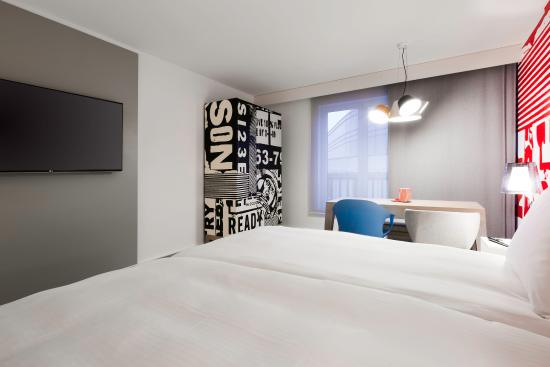 Radisson RED Brussels: Guest Room