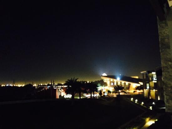 The Westin Abu Dhabi Golf Resort & Spa: Few photos from Westin hotel during AbuDhabi golf championship 2016 :)
