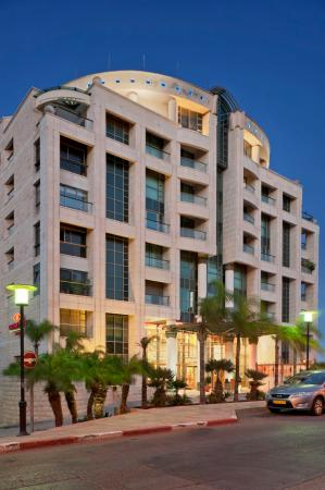 Crowne Plaza Hotel Haifa: Crowne Plaza Haifa at night time