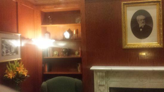 BEST WESTERN PLUS Pioneer Square Hotel: Lobby Fireplace