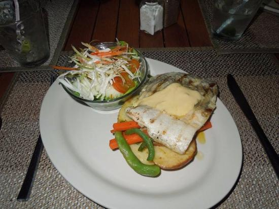 Troppo Mystique: Erakor Island Resturant - local fish main