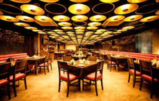 apple bite multicuisine restaurant and cafe interior - Multi Cafe Decoration
