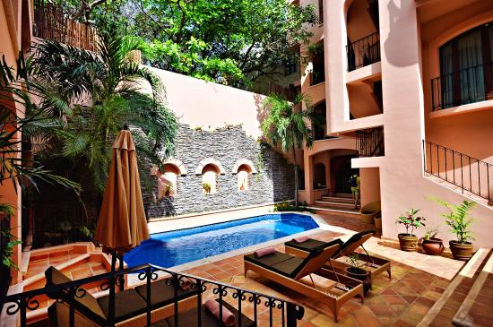 Acanto Boutique Hotel and Condominiums Playa del Carmen Mexico: Hacienda style common areas and beautiful pool
