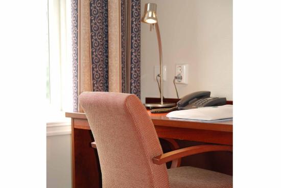 Comfort Hotel Grand : Desk