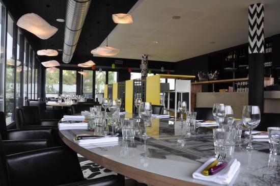Auch, France : La table famille