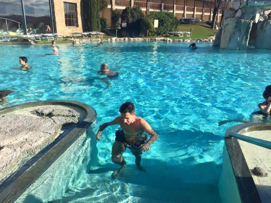 Piscina termale all 39 aperto foto di hotel adler thermae spa relax resort bagno vignoni - Spa bagno vignoni ...