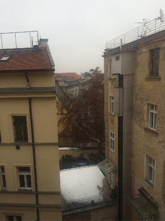 Platan: Вид из окна 2-местного номера с доп кроватью в январе