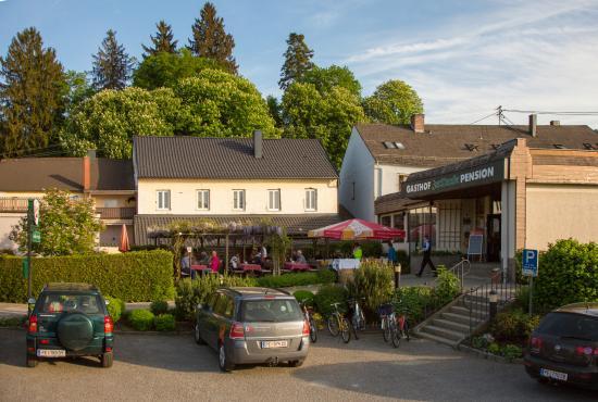 Grein, Austria: gemütlicher Gastgarten