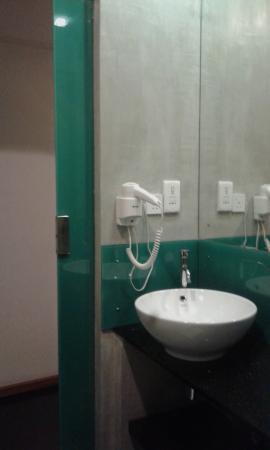 Hotel Topaz: bathroom