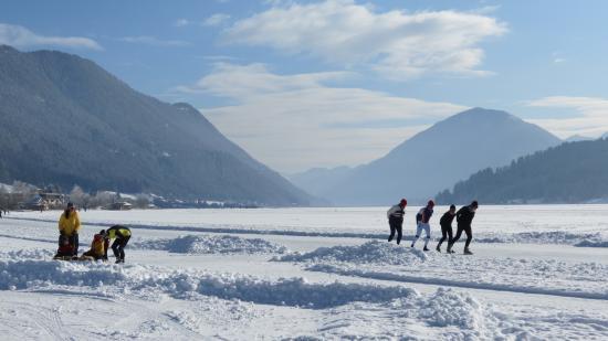 Weissensee, Austria: Eislaufen quasi vor der Türe