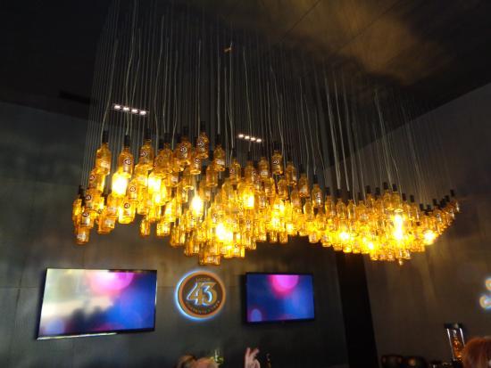 Verwonderlijk Mooie lampen boven de bar - Foto van Experiencia 43, Cartagena NC-96