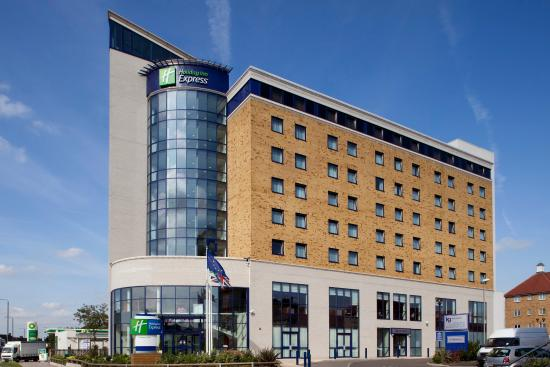 Holiday Inn Express London-Newbury Park: Hotel Exterior