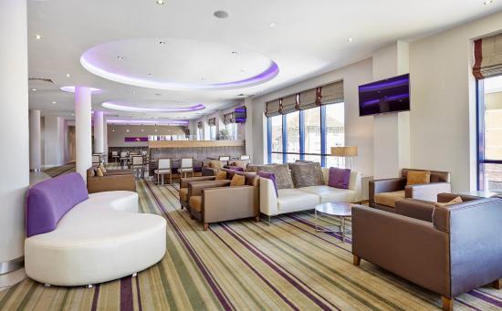 Holiday Inn Express London-Newbury Park: Lobby Lounge
