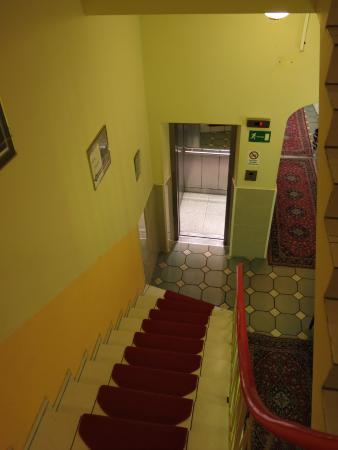 Hotel Apollo Photo