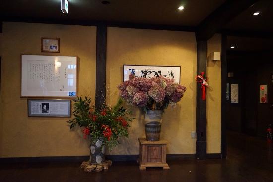 Umedaya Ryokan: 宿入り口、外と内