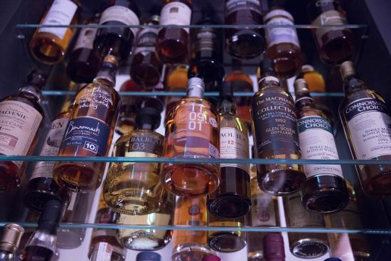 Grantown-on-Spey, UK: Over 100 Whiskys