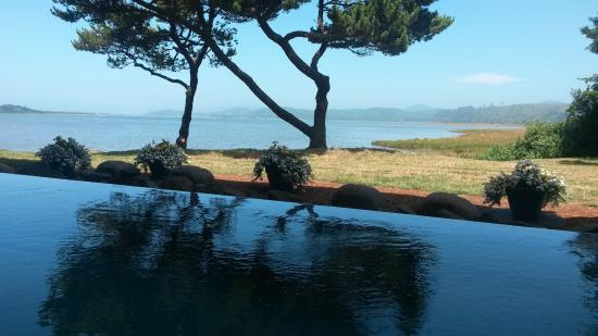 Salishan Lodge and Golf Resort Spa: Outdoor Soaking Hot Tub with View