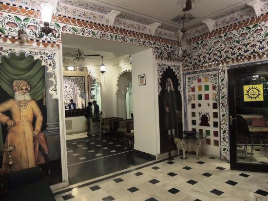 Hotel Swaroop Vilas: Entrance Lobby