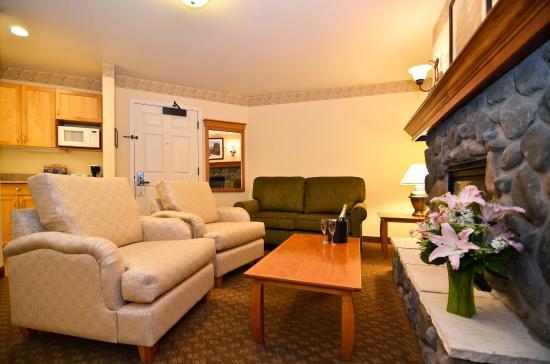 Edmonds, Waszyngton: King Jetted Tub Fireplace Suite