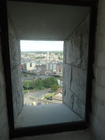 County Louth, Irlanda: A view over Drogheda from the Mount