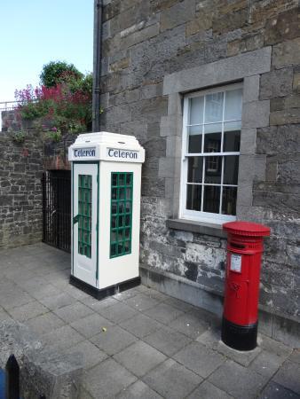 County Louth, Irlanda: Irish elven phone box