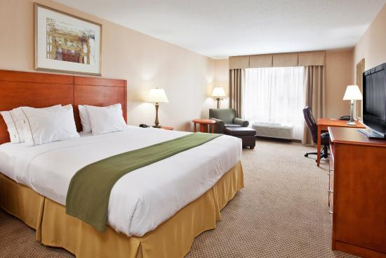 Howell, MI: King Bed Guest Room