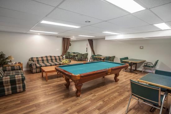 Hinton, Canada : Lounge with pool table