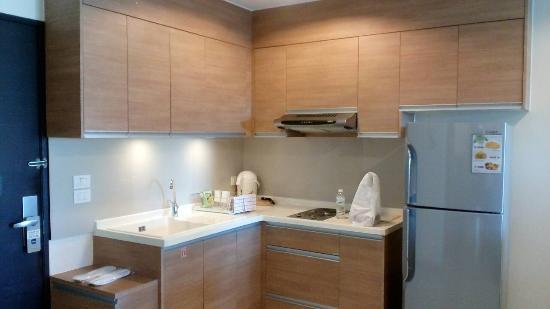 Viva Garden Serviced Residence: fully loaded kitchen
