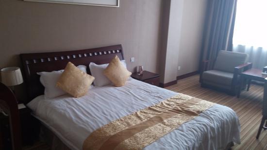 Hua Dong Hotel: Room