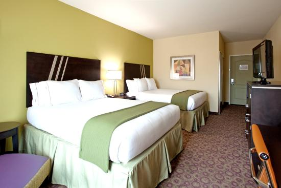 Holiday Inn Express Hotel & Suites Clemson - Univ Area: Two Queen Bed Guest Room