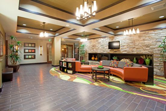 Holiday Inn Express Hotel & Suites Denver Northeast - Brighton: Hotel Lobby