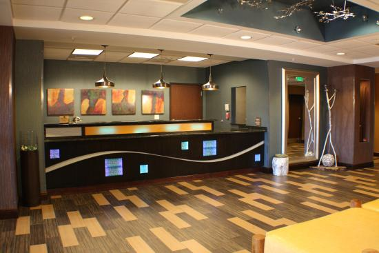BEST WESTERN PLUS Chain of Lakes Inn & Suites : Front Desk