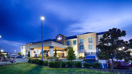 Best Western Plus Chain Of Lakes Inn & Suites: Exterior