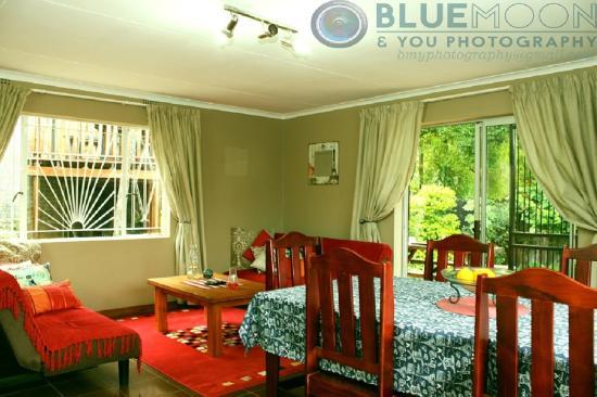 Sabie, África do Sul: Cottage: huge open-plan