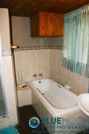 Sabie, Zuid-Afrika: Cottage bathroom: full en-suite