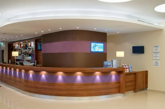 Holiday Inn Express Hamburg City Centre: Front Desk