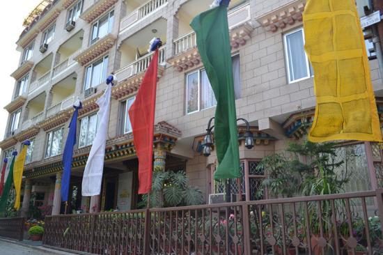 Hotel Tibet: Hotel exterior