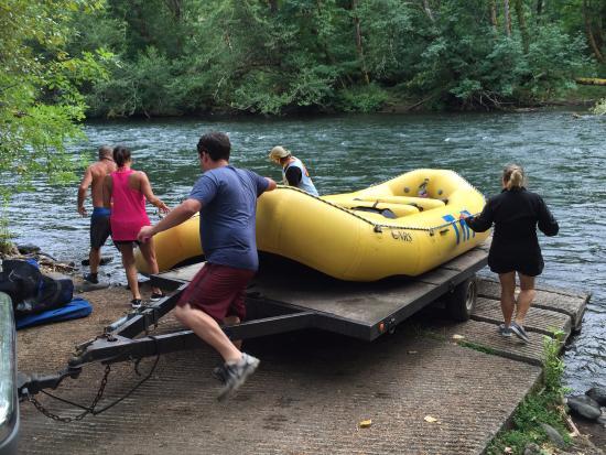 Monroe, OR: TnT rafts