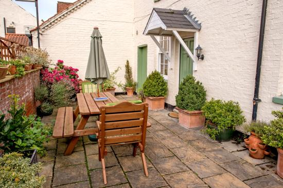 Bank Cottage: Patio area