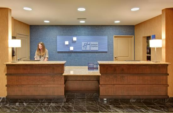 Holiday Inn Express Hotel & Suites Grand Island: Front Desk