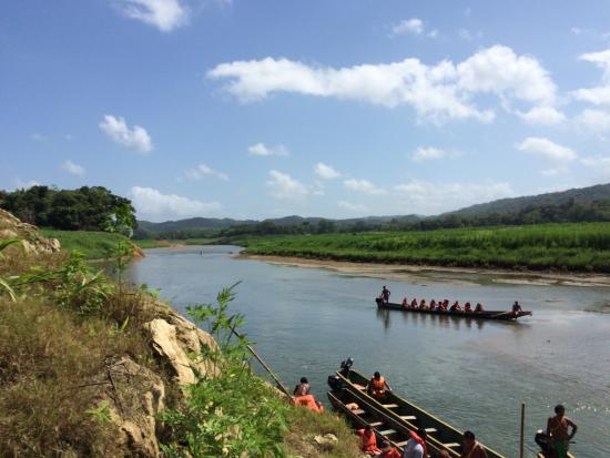 Embera Village Tours : river and canoes