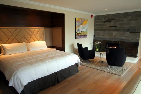 Lakeville, CT : Penthouse Suite
