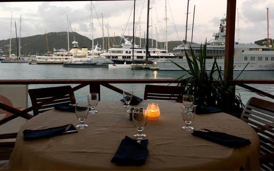 Falmouth, Антигуа: Cloggys at the Antigua Yacht Club