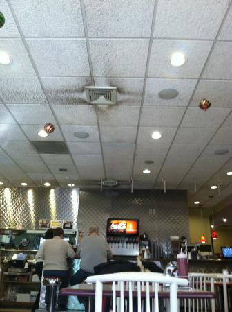 Wakefield, MA: Wow...ceiling so dirty above the food serving stations.