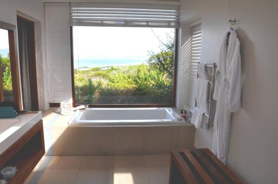 Grootbos Private Nature Reserve, جنوب أفريقيا: Bath with a View
