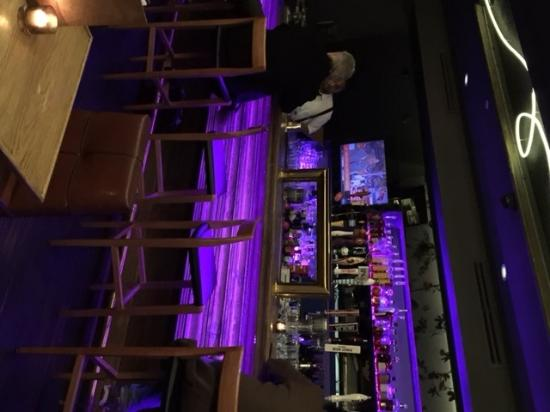Millburn, นิวเจอร์ซีย์: Main Floor Bar Area