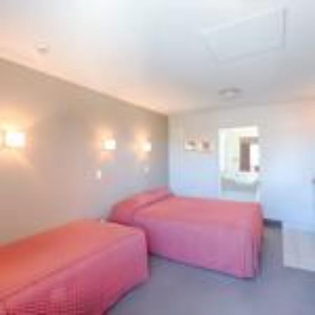 Bella Vista Motel Ashburton: small family room  -room 11